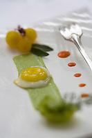 """Europe/France/Rhône-Alpes/69/Rhône/Tarare: Oeuf au plat et purée de céleri  recette de Jean Brouilly   Chef du Restaurant """"Jean Brouilly"""""""