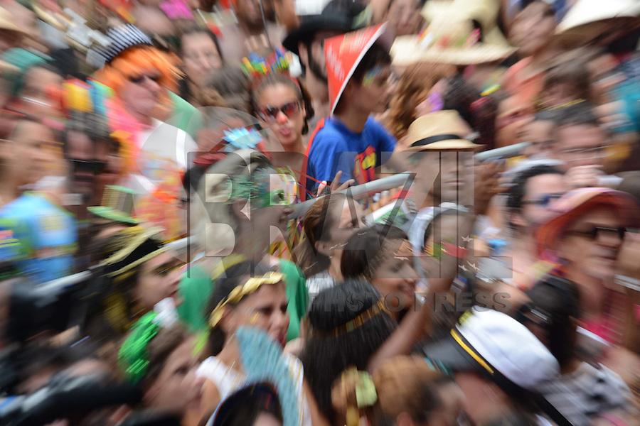 RIO DE JANEIRO, RJ, 06,02.2016 - CARNAVAL-RJ - Foliões se divertem no bloco cordão do Boitatá no bairro do centro região central do Rio de Janeiro na tarde deste domingo, 07. (Foto: Jorge Hely/Brazil Photo Press)