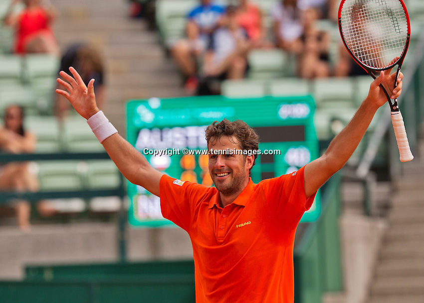 Austria, Kitzbühel, Juli 19, 2015, Tennis,  Davis Cup, forth match between Dominic Thiem (AUT) and Robin Haase (NED), pictured: Robin Haase celebrates his win and put the Dutch in a 3-1 win<br /> Photo: Tennisimages/Henk Koster