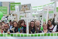 """Ca. 2.000 Menschen beteiligten sich am Samstag den 20. September 2014 in Berlin am sog. """"Marsch fuer das Leben"""" des konservativ-christlichen Bundesverband Lebensrecht e.V. Die Teilnehmer das Marsches waren zum Teil aus Holland, Gross Britannien, den USA und Polen angereist. Martin Lohmann, Vorsitzender des Vereins, begruesste unter den Anwesenden ausdruecklich die rechte AfD-Politikerin Beatrice von Storck.<br /> Der Marsch wurde lautstark von Frauenorganisationen und linken Gruppen begleitet. Mehrfach kam es zu kurzen Sitzblockaden, so dass die Marschroute geaendert werden musste. Die Polizei raeumte die Sitzblockaden mit Schlaegen, Tritten und eigens fuer diesen Zweck erprobten Schmerzgriffen.<br /> 3.vl: Beatrix Amelie Ehrengard Eilika von Storch, geborene Herzogin von Oldenburg, MdEP der rechten Alternative fuer Deutschland (AfD).<br /> 20.9.2014, Berlin<br /> Copyright: Christian-Ditsch.de<br /> [Inhaltsveraendernde Manipulation des Fotos nur nach ausdruecklicher Genehmigung des Fotografen. Vereinbarungen ueber Abtretung von Persoenlichkeitsrechten/Model Release der abgebildeten Person/Personen liegen nicht vor. NO MODEL RELEASE! Don't publish without copyright Christian-Ditsch.de, Veroeffentlichung nur mit Fotografennennung, sowie gegen Honorar, MwSt. und Beleg. Konto: I N G - D i B a, IBAN DE58500105175400192269, BIC INGDDEFFXXX, Kontakt: post@christian-ditsch.de<br /> Urhebervermerk wird gemaess Paragraph 13 UHG verlangt.]"""