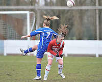 AA Gent Ladies - RAEC Mons : kopduel tussen Liesbet De Winter (links) en Lindsey Gallez.foto Joke Vuylsteke / Vrouwenteam.be