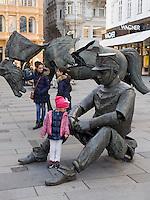moderne Plastik in Einkaufstraße Graben, Wien, Österreich<br /> sculpture in shopping street Graben, Vienna, Austria