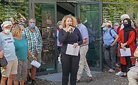 Mörfelden-Walldorf 05.07.2020: Protest am Horvath-Zentrum <br /> Museumsleiterin Claudia Battistella<br /> Foto: Vollformat/Marc Schüler, Schäfergasse 5, 65428 R'eim, Fon 0151/11654988, Bankverbindung KSKGG BLZ. 50852553 , KTO. 16003352. Alle Honorare zzgl. 7% MwSt.