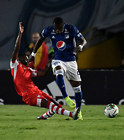 BOGOTÁ - COLOMBIA, 28–03-2019: Fabián González de Millonarios disputa el balón con Carlos Arboleda de Independiente Santa Fe, durante partido aplazado de la fecha 10 entre Millonarios y el Independiente Santa Fe, por la Liga Águila I 2019, jugado en el estadio Nemesio Camacho El Campín de la ciudad de Bogotá. / Fabian Gonzalez of Millonarios vies for the ball with Carlos Arboleda of Independiente Santa Fe, during a posponed match of the 10th date between Millonarios and Independiente Santa Fe, for the Aguila Leguaje I 2019 played at the Nemesio Camacho El Campin Stadium in Bogota city, Photo: VizzorImage / Luis Ramírez / Staff.