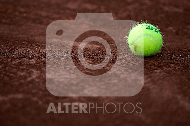 ATP's official tennis ball during Madrid Open quarter final match. May 15, 2009. (ALTERPHOTOS/Alvaro Hernandez)
