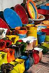 Spanien, Mallorca, Port de Soller: Kruege und Schalen als Andenken | Spain, Mallorca, Port de Soller: mugs and bowls for souvenirs