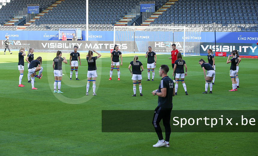 OHL players warming up before a female soccer game between Oud Heverlee Leuven and Standard Femina de Liege on the third matchday of the 2021 - 2022 season of Belgian Womens Super League , Sunday 5 th of September 2021  in Leuven , Belgium . PHOTO SPORTPIX.BE | SEVIL OKTEM