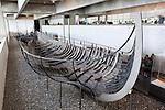 Denmark, Zealand, Roskilde: Viking age ship inside the Viking Ship Hall at the Viking Ship Museum | Daenemark, Insel Seeland, Roskilde: Ueberreste eines Vikingerschiffs im Wikingerschiffmuseum