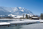 Austria, Tyrol, Kaiserwinkl, winter scene at lake Walchsee and Zahmer Kaiser mountains | Oesterreich, Tirol, Kaiserwinkl, Winterlandschaft am Walchsee und Zahmer Kaiser