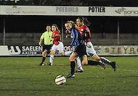 Club Brugge Vrouwen - PSV Eindhoven :<br /> <br /> spurtduel tussen Jana Coryn (L) en Maran van Erp (R)<br /> <br /> foto Dirk Vuylsteke / Nikonpro.be