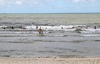 Badegäste am Hauptstrand von Wangerooge - Wangerooge 20.07.2020: Flug nach Wangerooge