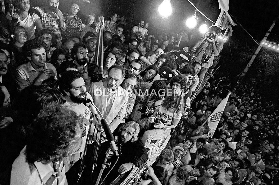 Comício do político Miguél Arraes anistiado. Recife. PE. 1979. Foto de Juca Martins.