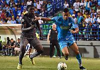 MONTERIA - COLOMBIA, 01-05-2019: Edis Ibarguen de Jaguares disputa el balón con Danilo Arboleda de Equidad durante partido por la fecha 19 de la Liga Águila I 2019 entre Jaguares de Córdoba F.C. y La Equidad jugado en el estadio Jaraguay de la ciudad de Montería. / Edis Ibarguen of Jaguares struggles the ball with Danilo Arboleda of Equidad during match for the date 19 as part Aguila League I 2019 between Jaguares de Cordoba F.C. and La Equidad played at Jaraguay stadium in Monteria city. Photo: VizzorImage / Andres Felipe Lopez / Cont
