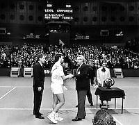 1991, Tennis, Rotterdam, ABNAMRO, Omar Camporese obntvangt de trofee na zijn overwinning op Lendl