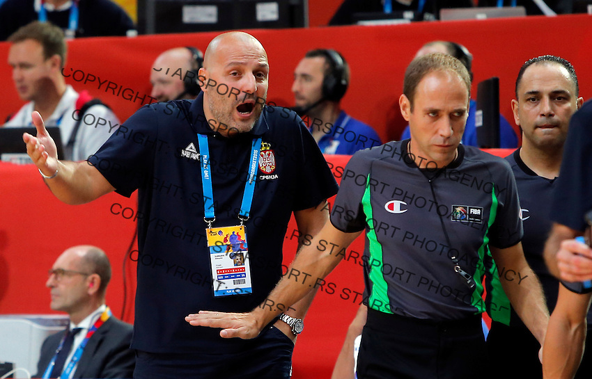 Serbia's national basketball team head coach Aleksandar Djordjevic during European championship semi-final basketball match between Serbia and Lithuania on September 18, 2015 in Lille, France  (credit image & photo: Pedja Milosavljevic / STARSPORT)