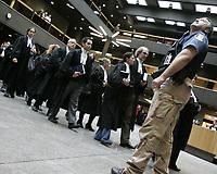 Plus de 200 procureurs et Les Procureurs de l'État québécois ont manifesté mardi 8 février 2011, au palais de justice de Montréal pour leur premier jour de grève. <br /> <br /> Photo : Agence Quebec Presse <br /> <br /> Montreal (QC) CANADA -  Feb 8 2011 File Photo  ; Quebec Government<br /> Provincial lawyers and prosecutors first day of strike at Montreal Palais de Justice