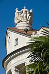 Italien, Suedtirol, Meran: Kurhaus, Kuppel und Palmenblaetter | Italy, South-Tyrol, Alto Adige, Merano: Spa Building, dome and palm tree leaves