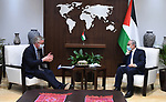 Palestinian Prime Minister Mohammed Ishtayeh meets with British Minister of Cabinet Affairs Michael Gove, in the West Bank city of Ramallah, on April 22, 2021. Photo by Prime Minister Office