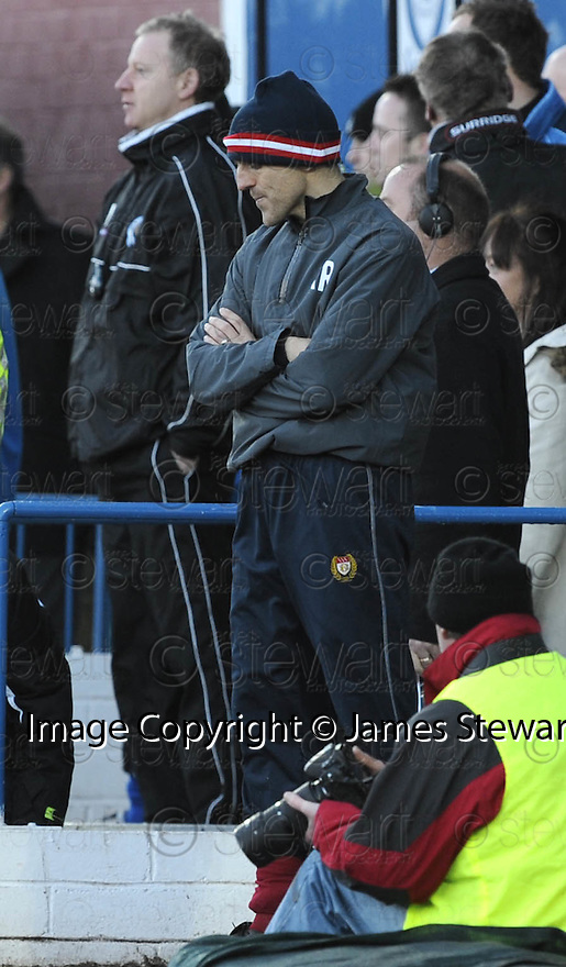 08/03/2008    Copyright Pic: James Stewart.File Name : sct_jspa18_qots_v_dundee.ALEX RAE HANGS HIS HEAD AFTER SEEING HIS SIDE GO 2-0 DOWN.James Stewart Photo Agency 19 Carronlea Drive, Falkirk. FK2 8DN      Vat Reg No. 607 6932 25.Studio      : +44 (0)1324 611191 .Mobile      : +44 (0)7721 416997.E-mail  :  jim@jspa.co.uk.If you require further information then contact Jim Stewart on any of the numbers above........