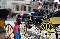 Belgique, Flandre-Occidentale, Bruges, centre historique classé Patrimoine Mondial de l'UNESCO, Promenade en fiacre sur le Burg, Place du Bourg  // Belgium, Western Flanders, Bruges, historical centre listed as World Heritage by UNESCO,   Cab ride on the Burg