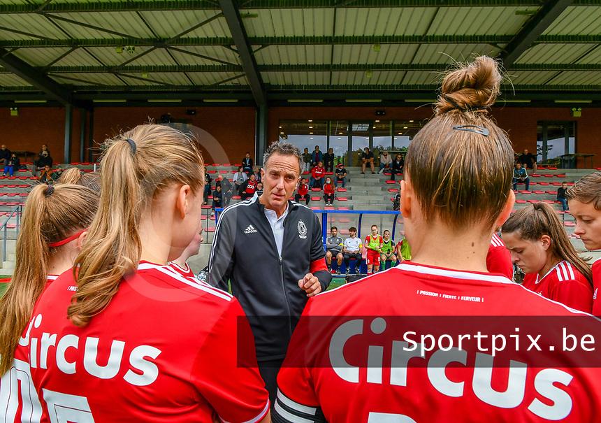 Head coach Stephane Guidi of Standard gives instructions to his players before a female soccer game between Standard Femina de Liege and Eendracht Aalst dames on the fourth matchday in the 2021 - 2022 season of the Belgian Scooore Womens Super League , Saturday 11 th of September 2021  in Angleur , Belgium . PHOTO SPORTPIX | BERNARD GILLET