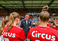 Head coach Stephane Guidi of Standard gives instructions to his players before a female soccer game between Standard Femina de Liege and Eendracht Aalst dames on the fourth matchday in the 2021 - 2022 season of the Belgian Scooore Womens Super League , Saturday 11 th of September 2021  in Angleur , Belgium . PHOTO SPORTPIX   BERNARD GILLET
