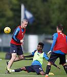 Gedion Zelalem tackles David Weir