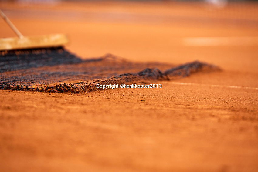 30-05-13, Tennis, France, Paris, Roland Garros, Net sweeping claycourt