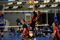 27-02-2021: Volleybal: Amysoft Lycurgus v Computerplan VCN: Groningen smash VCN  speler  Ferdy van Dijk