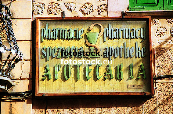 Pharmacie - Pharmacy - Speziería - Apotheke - Apotecaria<br /> <br /> sign of a pharmacy in different languages<br /> <br /> letrero de una farmacia en lenguas diferentes<br /> <br /> Schild einer Apotheke in verschiedenen Sprachen<br /> <br /> 567 x 376 px<br /> Original: 35 mm