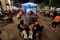 CALI - COLOMBIA, 03-09-2020: Habitantes de Cali en el Bulevar del Río salieron al primer día de reacticaión de la rumba con lal participación 21 establecimientos nocturnos en el piloto del llamado 'Agüelulo de la Esperanza', que se llevará desde hoy, 03 de septiembre de 2020 y hasta el domingo como un primer ejercicio para revitalizar la vida nocturna de la ciudad, que durante más de cinco meses estuvo totalmente apagada después por la cuarentena total obligatoria en el territorio colombiano causada por la pandemia  del Coronavirus, COVID-19. / People of Cali on Bulevar del Río came out on the first day of reactivation of the rumba with the participation of 21 night establishments in the pilot of the so-called 'Agüelulo de la Esperanza', which will take place from today, September 3, 2020 and until Sunday as a first exercise to revitalize the nightlife of the city, which for more than five months was completely turned off later by the mandatory total quarantine in the Colombian territory caused by the Coronavirus pandemic, COVID-19. Photo: VizzorImage / Gabriel Aponte / Staff