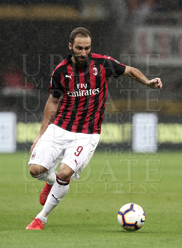Calcio, Serie A: AC Milan - AS Roma, Milano stadio Giuseppe Meazza (San Siro) 31 agosto 2018. <br /> AC Milan's Gonzalo Higuain in action during the Italian Serie A football match between Milan and Roma at Giuseppe Meazza stadium, August 31, 2018. <br /> UPDATE IMAGES PRESS/Isabella Bonotto