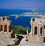 Italy, Sicily, Taormina: Greek Amphitheatre and resort Giardini Naxos | Italien, Sizilien, Taormina: Griechisches Amphitheater und Badeort Giardini Naxos