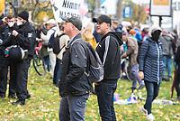 """Mehrere tausend Menschen protestierten am Sonntag den 25. Oktober 2020 in berlin gegen die Coronaregeln der Bundeslaender und der Bundesregierung. Unter ihnen etliche Anhaenger von Verschwoerungstheorien, Impfgegner und Rechtsextreme. Sie hielten Schilder auf denen der Virologe Prof. Christian Drosten und der ehemalige Microsoft-Chef Bill Gates als Straeflinge abgebildet waren, zum Widerstand gegen einen """"Corona-Faschismus"""" aufgerufen und Impfungen als """"Menschenversuche"""" bezeichnet wurden. Weiter wurde ein Ende der Test gefordert und die zweite Corona-Welle als normale Herbstgrippe bezeichnet wurde.<br /> Sie zogen ohne Genehmigung in mehreren Zuegen durch den Bezirk Mitte, zum Teil ohne Polizeibegleitung. Der Polizei gelang es erst nach etwa einer Stunde die Demonstrantionszuege zu begleiten.<br /> Vereinzelt kam es am Rande zu Gegenprotesten, denen Srechchoere """"Nazis raus!"""" und """"Reiht euch ein!"""" entgegen gerufen wurde.<br /> Im Bild: Linke und rechte Person haben eine Journalistin aus der Demo heraus namentlich angepoebelt.<br /> 25.10.2020, Berlin<br /> Copyright: Christian-Ditsch.de"""