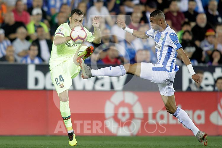 CD Leganes' Youssef En-Nesyri (r) and FC Barcelona's Thomas Vermaelen during La Liga match. September 26,2018. (ALTERPHOTOS/Acero)