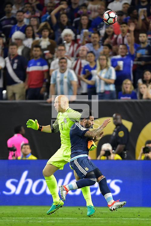 Houston, TX - Tuesday June 21, 2016: Brad Guzan, Ezequiel Lavezzi during a Copa America Centenario semifinal match between United States (USA) and Argentina (ARG) at NRG Stadium.