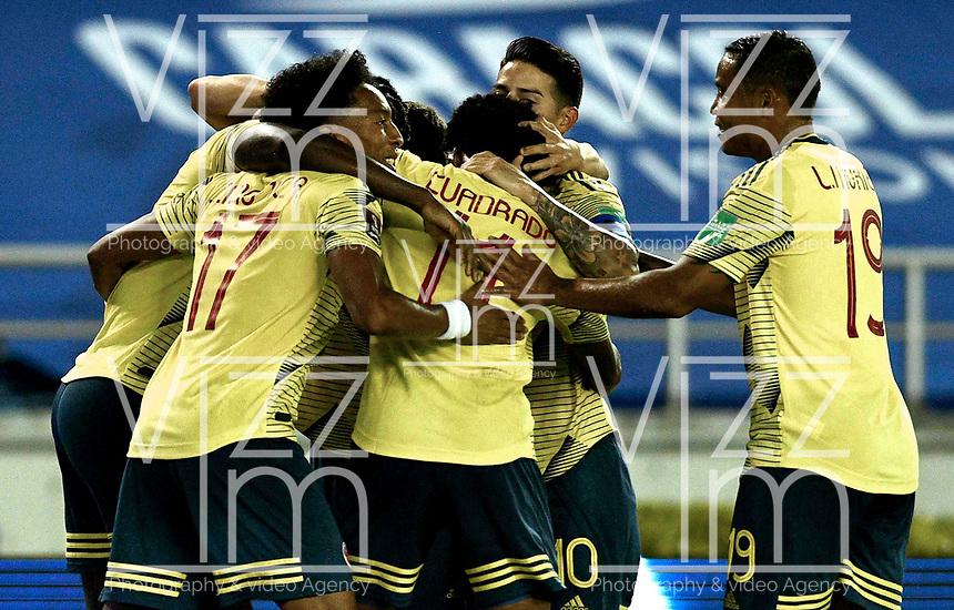 BARRANQUILLA – COLOMBIA, 09 –10-2020: Jugadores de Colombia (COL) celebran el gol anotado a Venezuela (VEN), durante partido entre los seleccionados de Colombia (COL) y Venezuela (VEN), de la fecha 1 por la clasificatoria a la Copa Mundo FIFA Catar 2022, jugado en el estadio Metropolitano Roberto Melendez en la ciudad de Barranquilla. / Players of Colombia (COL)  celebrate a scored goal to Venezuela during match between the teams of Colombia (COL) and Venezuela (VEN), of the 1st date for the FIFA World Cup Qatar 2022 Qualifier,  played at Metropolitan stadium Roberto Melendez in Barranquilla city. Photo: VizzorImage / Julian Medina FCF  / Cont.