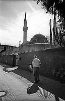 berlino, una moschea al quartiere neu-koelln (Neukölln). --- berlin, mosque in neu-koelln district (Neukölln)