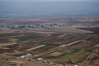 LEBANON village  in Beqaa valley, view from Deir el Ahmar to Bekaa valley, Shia village, mountains Antilebanon and Syria, in the fertile valley tobacco almonds grain and marijuana known as Red Lebanese is grown  / LIBANON Bekaa Tal, Blick von Deir el Ahmar auf das Bekaa Tal, ein Shiiten Dorf, die Berge des Antilibanon, dahinter liegt Syrien, im fruchtbaren Bekaa Tal wird neben Tabak, Mandeln, Getreide auch Haschisch Marihuana bekannt als Roter Libanese angebaut