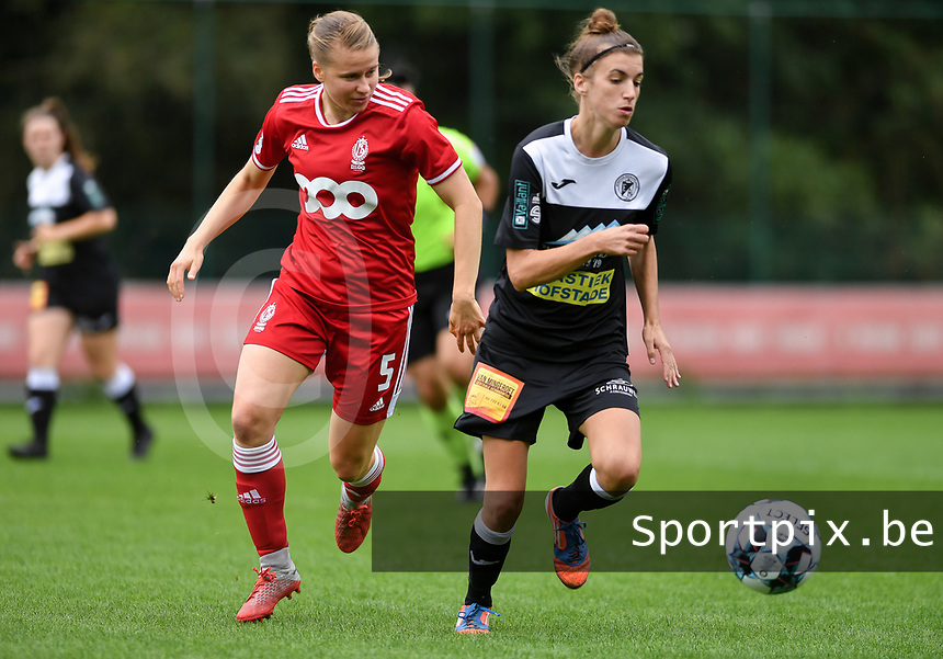 Aster Janssens (5) of Standard and Justine Blave (22) of Eendracht Aalst in action during a female soccer game between Standard Femina de Liege and Eendracht Aalst dames on the fourth matchday in the 2021 - 2022 season of the Belgian Scooore Womens Super League , Saturday 11 th of September 2021  in Angleur , Belgium . PHOTO SPORTPIX | BERNARD GILLET