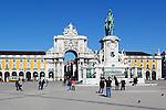 Portugal, Lisbon: Praca do Comercio with equestrian statue of Dom Jose and Arco da Rua Augusta | Portugal, Lissabon: Praça do Comércio: Arco da Rua Augusta und Reiterstandbild Dom Jose