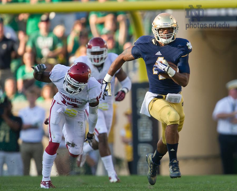 Sept. 28, 2013; Running back George Atkinson III (4) runs for a touchdown in the third quarter.<br /> <br /> Photo by Matt Cashore