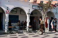 Cafe am Place Moktar Atta in Houmt Souk, Djerba, Tunesien