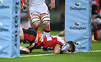 24th September 2021;  Kingsholm Stadium, Gloucester, England; Gallaher Premiership Rugby, Gloucester Rugby versus Leicester Tigers: Mark Atkinson of Gloucester slips out of the tackle from Tommy Reffell of Leicester Tigers to scores a try