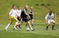 Pictured: Alan Curtsi (C) and Chris Barney (L) Thursday 21 May 2015<br />