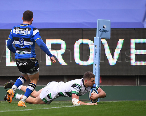 21st November 2020; Recreation Ground, Bath, Somerset, England; English Premiership Rugby, Bath versus Newcastle Falcons; Ben Stevenson of Newcastle Falcons scores in the corner under pressure from Ben Spencer of Bath