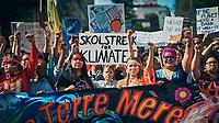 Plus de 500 000 personnes participent a la marche pour le climat, en presence de Greta Thunberg, vendredi 27 septembre 2019, dans les rues de Montreal.<br /> <br /> PHOTO : Agence Quebec Presse - Philippe Manh Nguyen