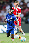 Bayern Munich Forward Thomas Muller (R) fights for the ball with Chelsea Midfielder Victor Moses (L) during the International Champions Cup match between Chelsea FC and FC Bayern Munich at National Stadium on July 25, 2017 in Singapore. Photo by Marcio Rodrigo Machado / Power Sport Images