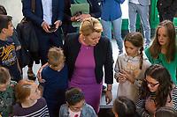 """Die Bundesfamilienministerin Franziska Giffey, SPD, besuchte am Mittwoch den 14. August 2019 die Kinderrechte-Projektwoche des """"Kinderrechte-Filmfestivals"""" an der Reinhardswald-Grundschule in Berlin.<br /> 14.8.2019, Berlin<br /> Copyright: Christian-Ditsch.de<br /> [Inhaltsveraendernde Manipulation des Fotos nur nach ausdruecklicher Genehmigung des Fotografen. Vereinbarungen ueber Abtretung von Persoenlichkeitsrechten/Model Release der abgebildeten Person/Personen liegen nicht vor. NO MODEL RELEASE! Nur fuer Redaktionelle Zwecke. Don't publish without copyright Christian-Ditsch.de, Veroeffentlichung nur mit Fotografennennung, sowie gegen Honorar, MwSt. und Beleg. Konto: I N G - D i B a, IBAN DE58500105175400192269, BIC INGDDEFFXXX, Kontakt: post@christian-ditsch.de<br /> Bei der Bearbeitung der Dateiinformationen darf die Urheberkennzeichnung in den EXIF- und  IPTC-Daten nicht entfernt werden, diese sind in digitalen Medien nach §95c UrhG rechtlich geschuetzt. Der Urhebervermerk wird gemaess §13 UrhG verlangt.]"""