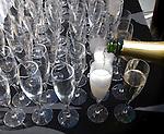 Pour sparkling wine